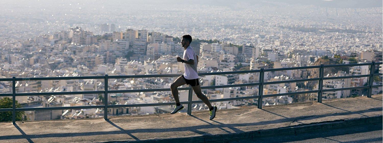Homme qui fait un jogging