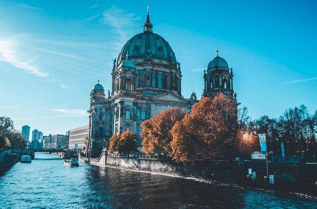 Berliner Dom am Fluss