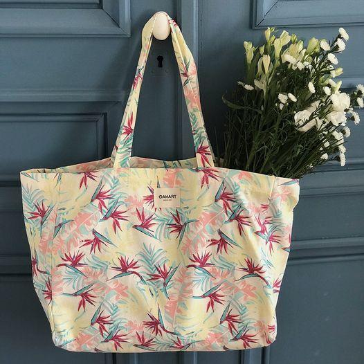 sac Damart avec des fleurs à l'intérieur